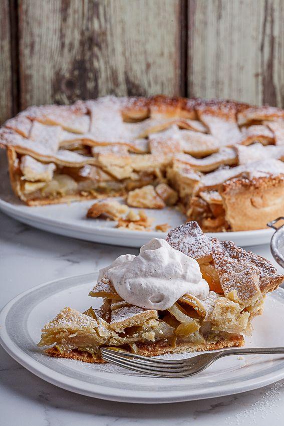 Classic apple pie with cinnamon cream