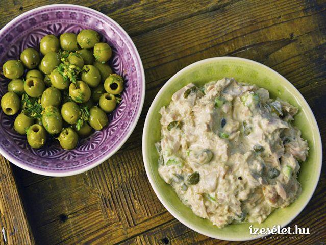 Marinált olívabogyó, tonhal pástétom, kecskesajtos, körtés bagett. t.