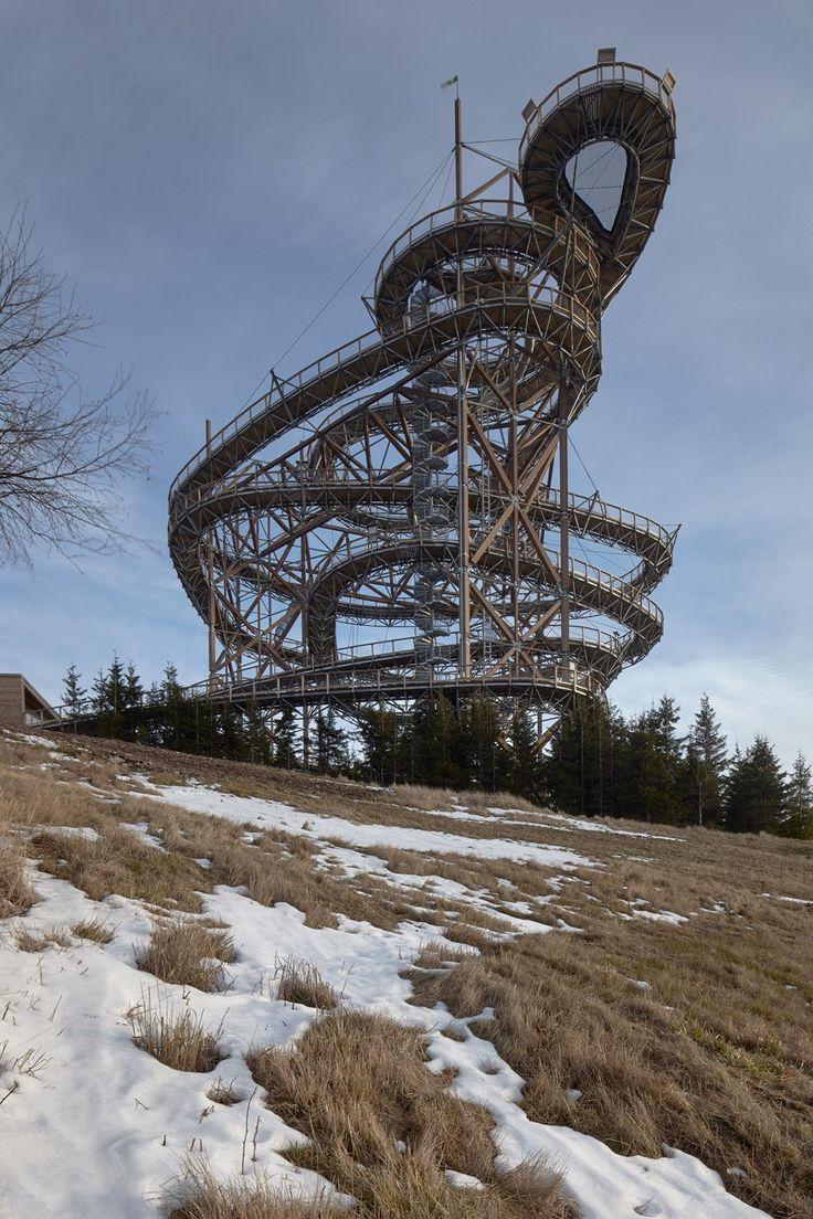 Na území Dolní Moravy, vo výške 1116 metrov nad morom vyrástlo niečo nevídané. Uprostred prírody sa na kopci týči 50 metrov vysoká veža.
