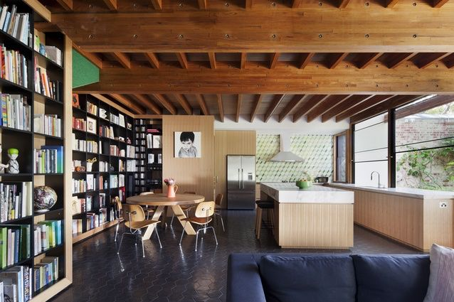YES amazing! Book shelfs✔️ appropriately high ceilings ✔️ kitchen on window side of room to save space ✔️ marble and timber ✔️