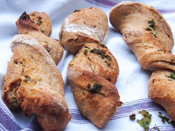 Kaldthevede brødpinner og rundstykker med og uten smak