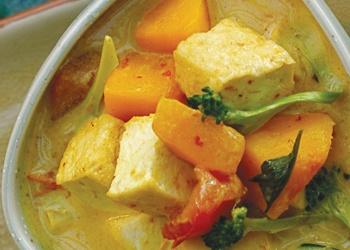 Jungle Curry with Tofu & Sweet Potatoes (serves 6)