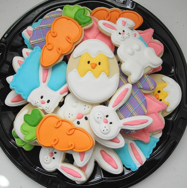 Second-hand Cookie Cutters-- adorable Easter cookies, love the carrot