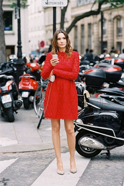 Palet.ly | Red a-line dress with beige pumps and clutch.
