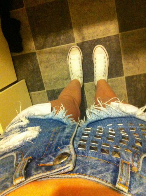 #shorts #converse #hvite #blue #studs #style #summer #clotes #jeans #pretty #fashion