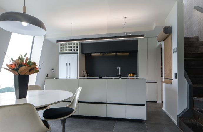 Caesarstone Jet Black in 45 degree house designed by bbc Architects