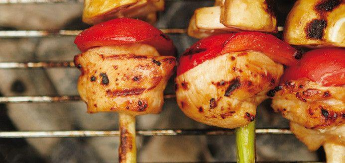 Brochettes de poulet, sauce hoisin Recettes | Ricardo : c'est ça qu'on mange à soir !!! Avec des frites d'ignames au four et épiciés d'Épicure