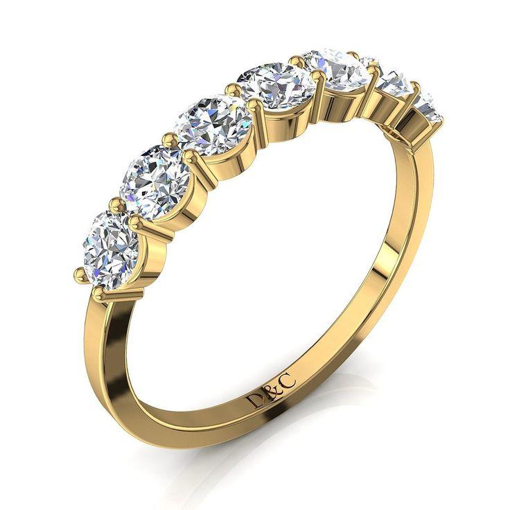 Alliance diamant rond et anneau diamant de 0.79 carats en or jaune collection Adia, cette alliance en diamant est composée de 7 diamants ronds sertis de deux griffes. En visitant notre showroom diamantsetcarats vous aurez la possibilité de voir beaucoup d'autres diamants et solitaire diamants.