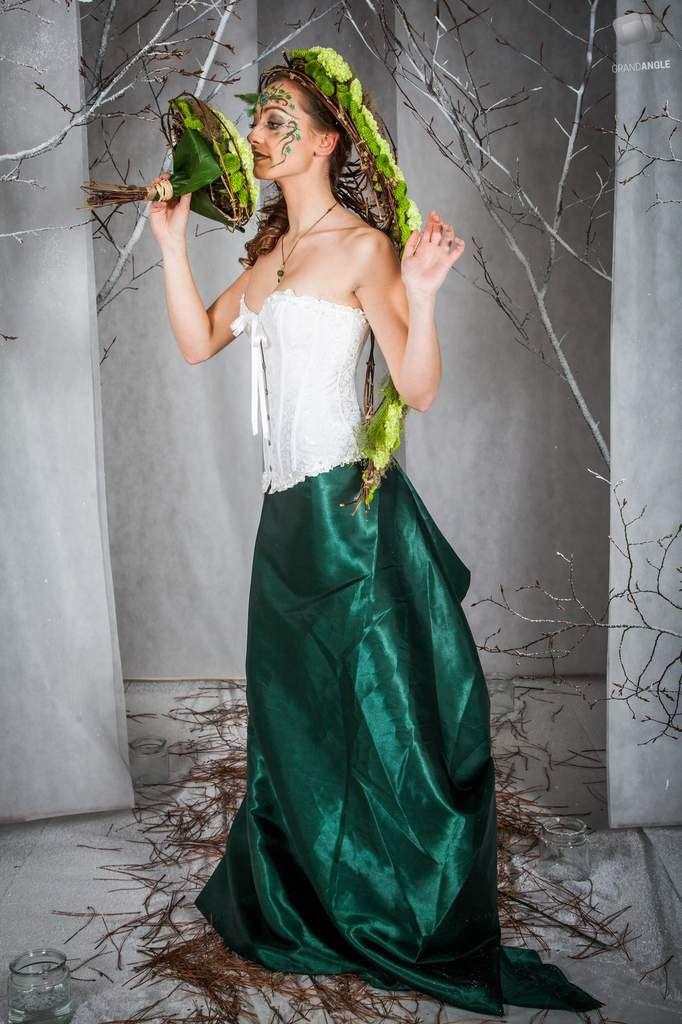 Pour son premier anniversaire, le chant des fleurs, votre fleuriste situé à Franois, à organisé une soirée événement. Lors de la soirée, un défilé de robes florales représentaient les 4 saisons, deux photographes étaient a disponibilités des invités afin...