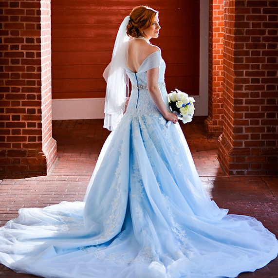 Disney Themed Wedding Dresses: 17 Best Ideas About Disney Wedding Gowns On Pinterest