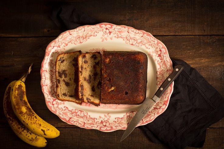 Pain aux bananes et au chocolat ultra moelleux.  Cette recette contient un ingrédient inusité...de la mayonnaise! :) Essayez-la!  http://monplana.ca/pain-aux-bananes-et-au-chocolat/