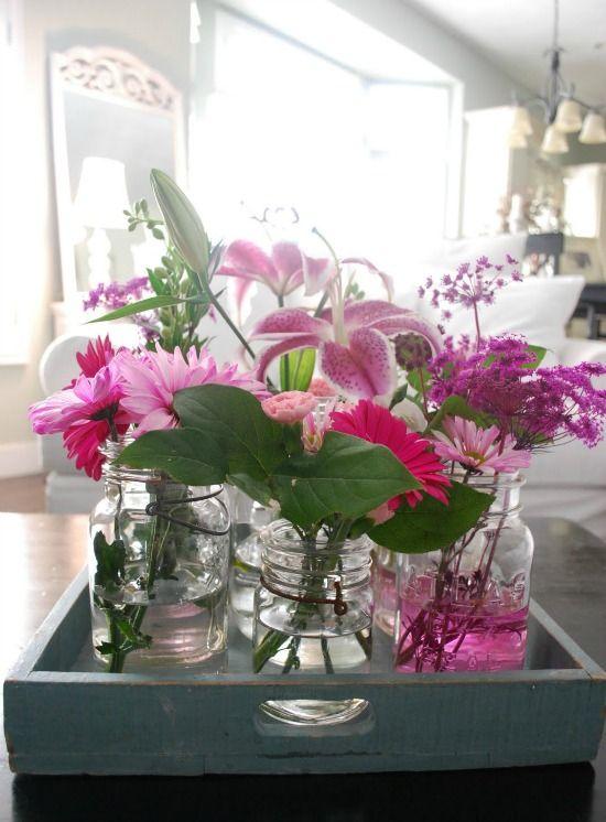 http://i1065.photobucket.com/albums/u389/EenigWonen/decoratie/dienblad-decoratie-glazen-vaasjes.jpg