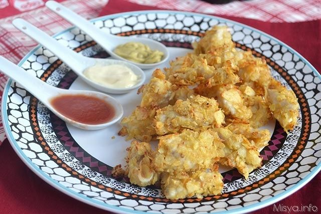 Una ricetta con il petto di pollo facilissima e golosa, le pepite di pollo impanate nelle patatine, ottime da essere servite ad una cena informale o un