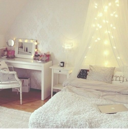 Room inspiration! The elegant-ness in this room so soft and cozy.