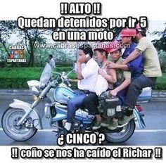 Cinco en una moto ¡¡Alto policía !!