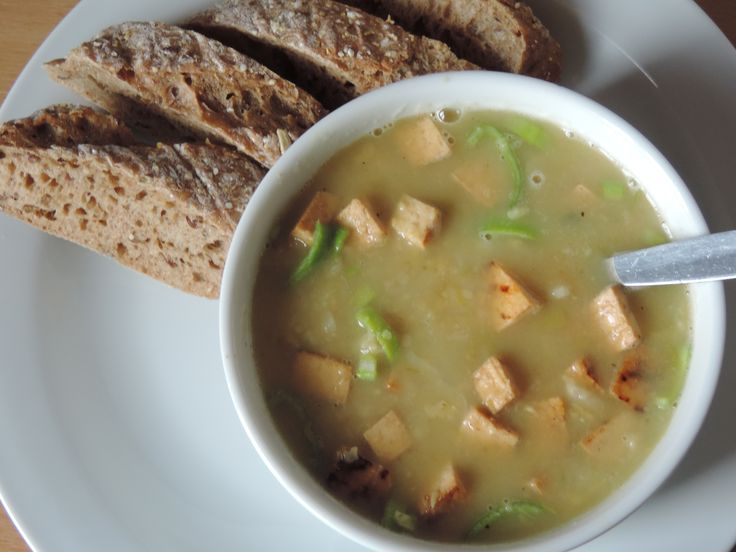 Chickpea soup with leek and grilled tofu