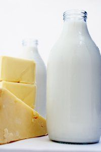 Feel discomfort after eating dairy products? Find replacements such as almond milk, especially in the mornings.