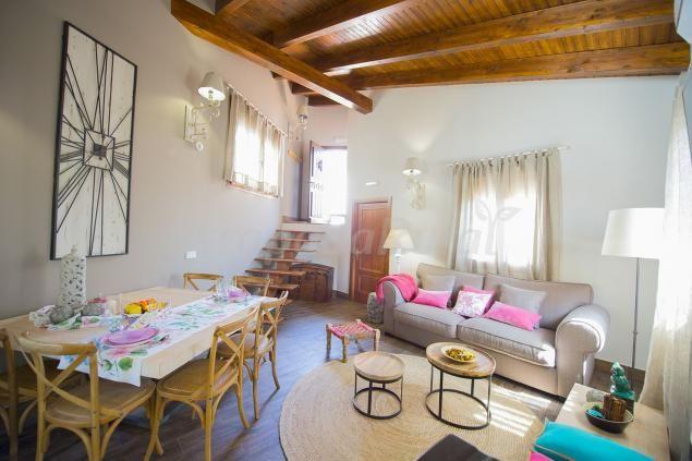 Fotos de Casa Rural Valle de la Laguna - Casa rural en Valdelaguna (Madrid) http://www.escapadarural.com/casa-rural/madrid/casa-rural-la-laguna/fotos#p=553a300929b8c