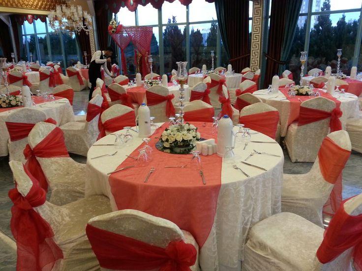 Kına gecesi organizasyonu için masa ve sandalye süsleme. Kına süslemeleri. #kınasüsleme #kınaorganizasyonları
