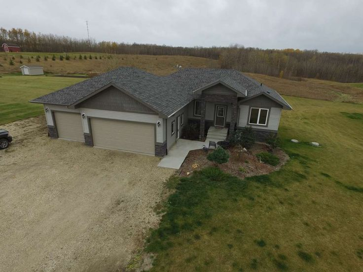 WALK-OUT BUNGALOW BACKING RESERVE LAND2010 fully finished, walk-out basement, triple attached, heated 32'x36' garage, located on 2.37 acres