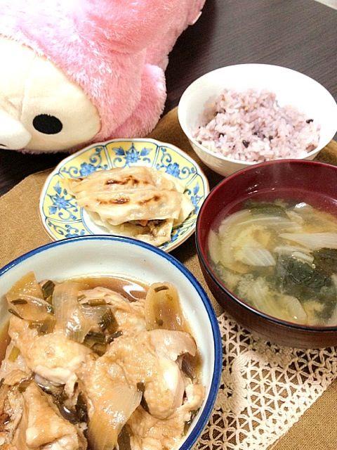 鶏ももは箸できれるくらい柔らかく煮込みました! - 0件のもぐもぐ - 鶏もも肉の甘酢煮*餃子*玉ねぎの味噌汁*雑穀ご飯 by aki1217