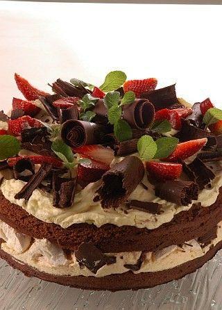 Torta de chocolate, merengue y frutillas - Cuaderno de Recetas