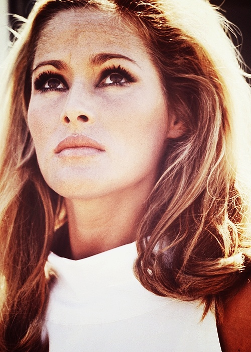 Ursula Andress ✾