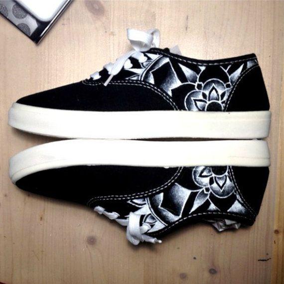 Mandala Canvas Shoes Handmade Painted por EbonyAnchor en Etsy