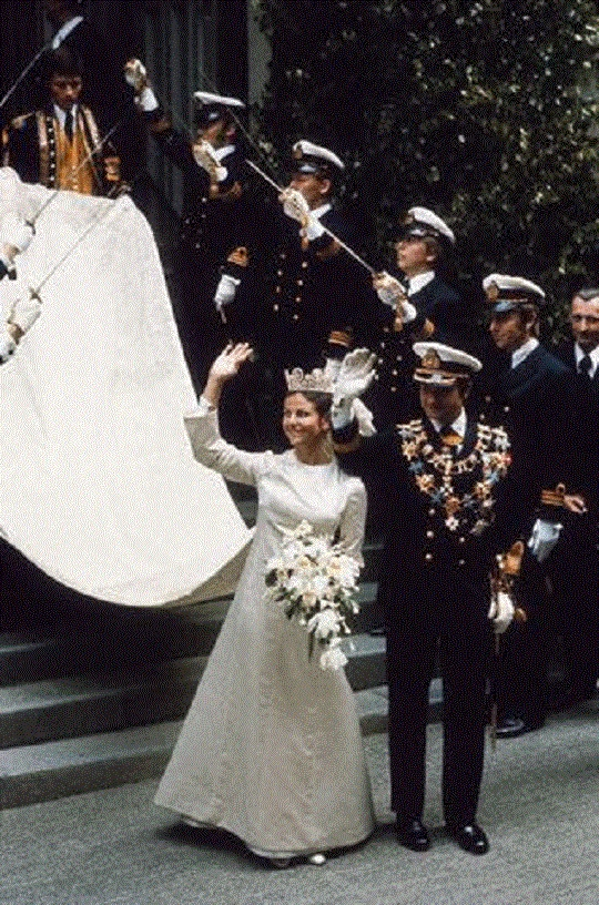 King Carl Gustaf and Queen Silvia wave to onlookers after their wedding on 19 June 1976