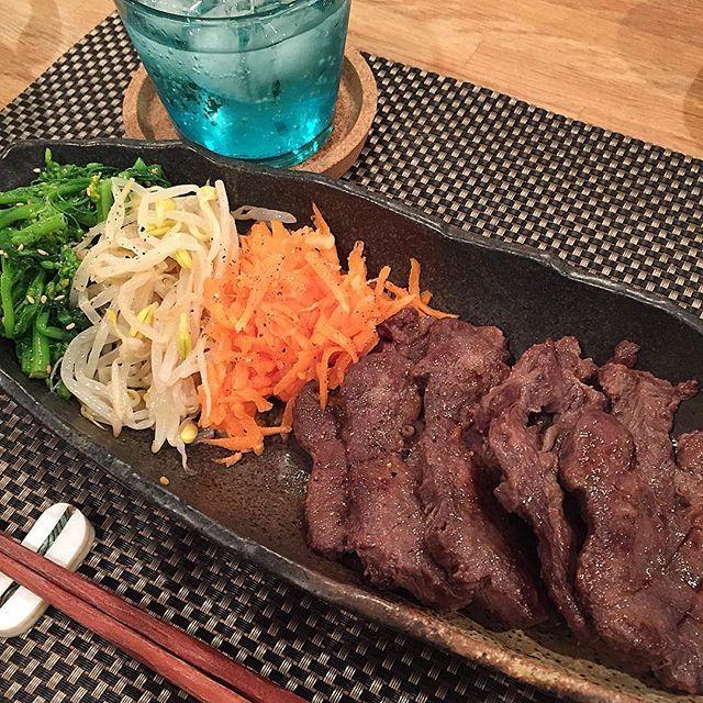 hi_rose80 on Instagram pinned by myThings Today's dinner .  牛タン塩と3色ナムルでこんばんは☺︎ .  旦那さま、仙台出張で牛タン食べるらしいので、対抗して私も牛タン! .  炭水化物は抜きました。 .  だって、おやつにとシナモンロール食べちゃったから .  さて、リオ氏寝かしつけたし、ゆっくりコーヒー飲みながら観ようっと。 . .  #dinner #homemade #foodporn #foodpic #foodie #kaumo #kurashiru #kurashirufood #cookingram #delistagrammer #夕飯#夕食#晩ごはん#おうちごはん#ひとりごはん#牛タン#新米ママ#男の子ママ#生後10ヶ月 #10months #5月生まれ