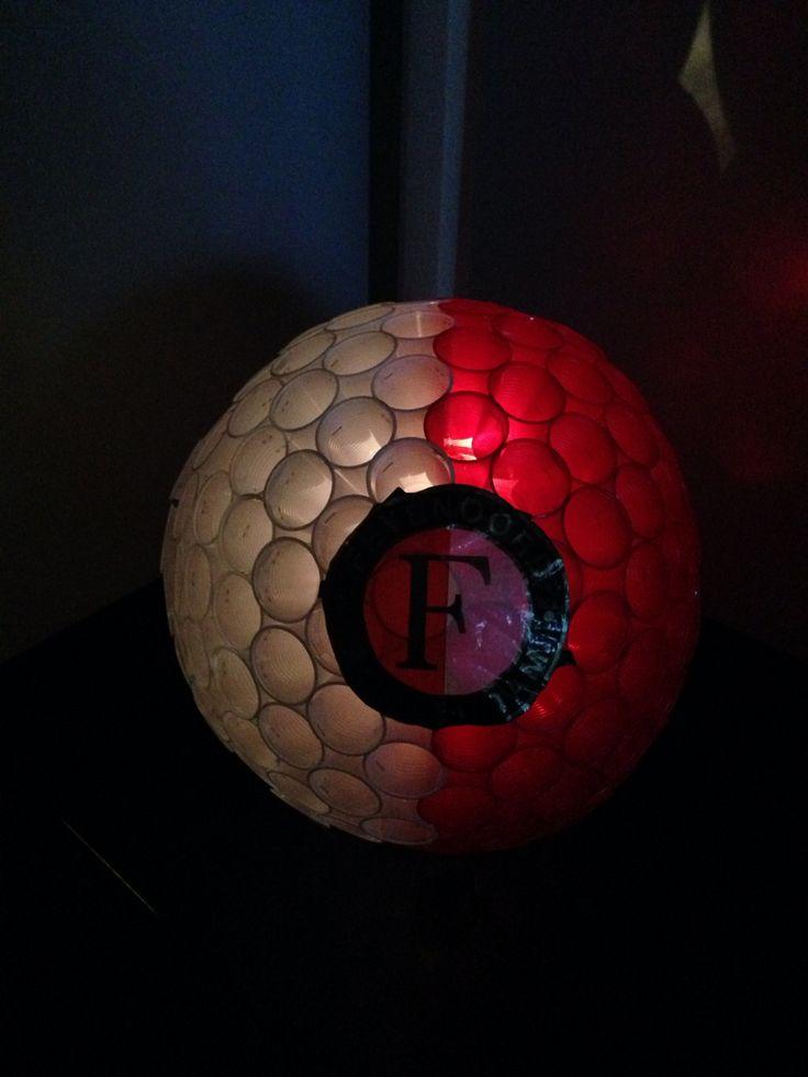 Feyenoord suprise van plastic bekertjes en lampion-lampje