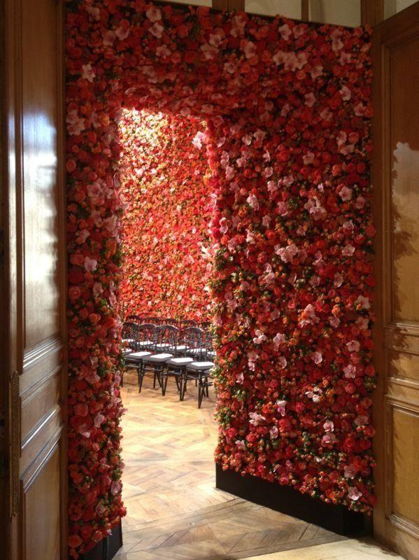 FlowerWall Dior Debut Raf Simons  www.vandijkbloemen.nl