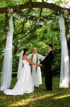 Mountain Magnolia Inn is an immaculately restored 1868 Victorian estate in a beautiful park-like mountain setting. The Inn offers a wide-range of services for those seeking a distinctive wedding destination