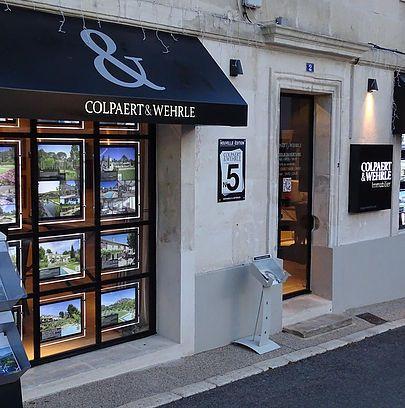 Conception et réalisation de l'agence immobilière COLPAERT & WEHRLE. Travaux, agencement et décoration.