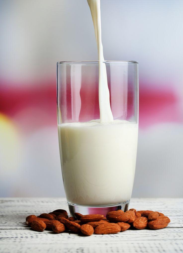 Certains extracteurs de jus permettent de réaliser très simplement du lait d'amande et d'autres laits végétaux. Découvrez notre recette et régalez-vous.