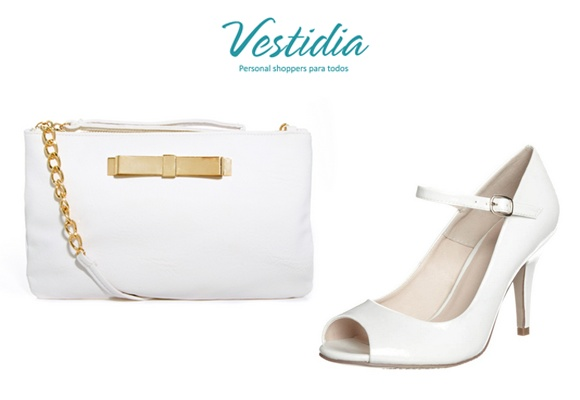 Zapatos blancos y accesorios a juego, los must del verano.