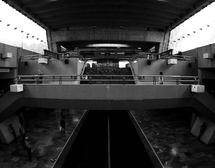 LV-METRO. . . . #Photography #PhotographyMX #SJCAM #Metro #Station #Underground #Contrast #BlackAndWhite #Darknees #Lines #Monochrome #CDMX #Mexico #MX http://tipsrazzi.com/ipost/1509126605368185201/?code=BTxfqbiD9Fx