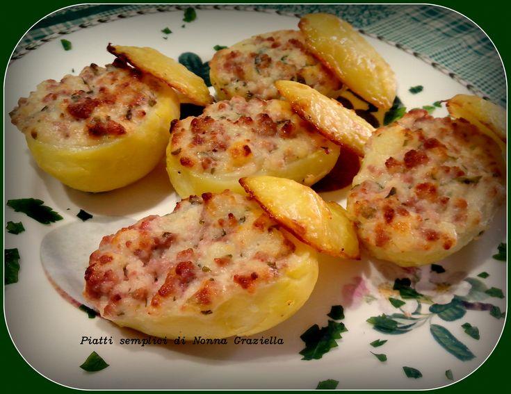 Patate e salsiccia è un binomio vincente ed i modi di presentarlo sono molteplici...questa è l'ultima ricetta provata e naturalmente sparita dal piatto in