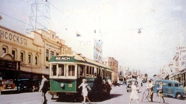 A tram travelling down Moorabool St in the 1950s.