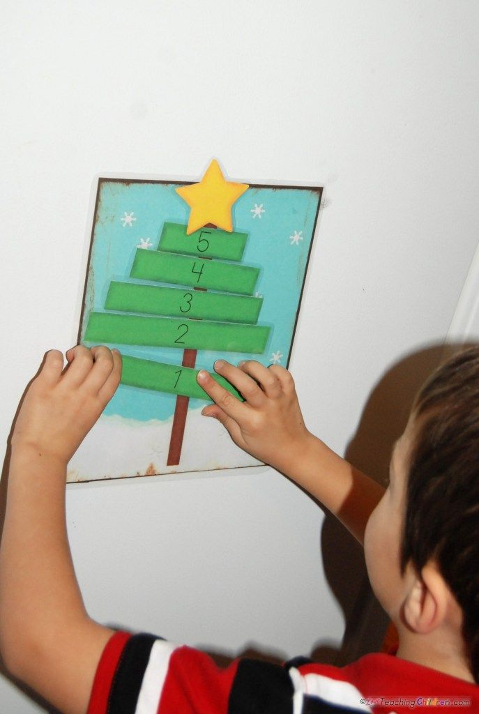 Christmas Tree Math.  I LOVE the blue background.  What a fun counting activity.