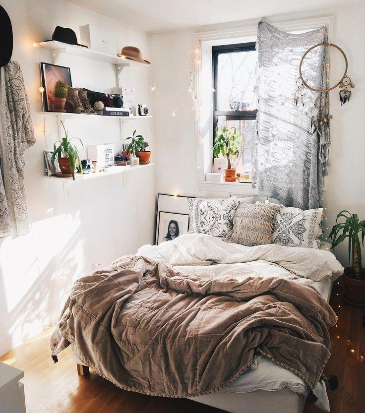 Décoration chambre coucher adulte bohème attrape rêve lumières