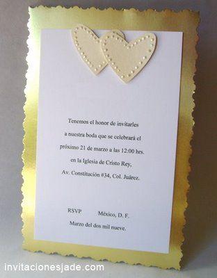 Invitaciones de boda doradas con corazones