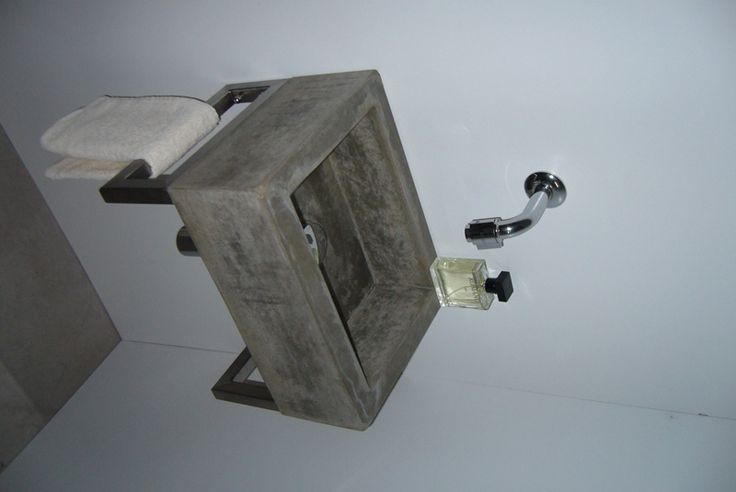 Solidus betonnen wasbak met rvs steunen