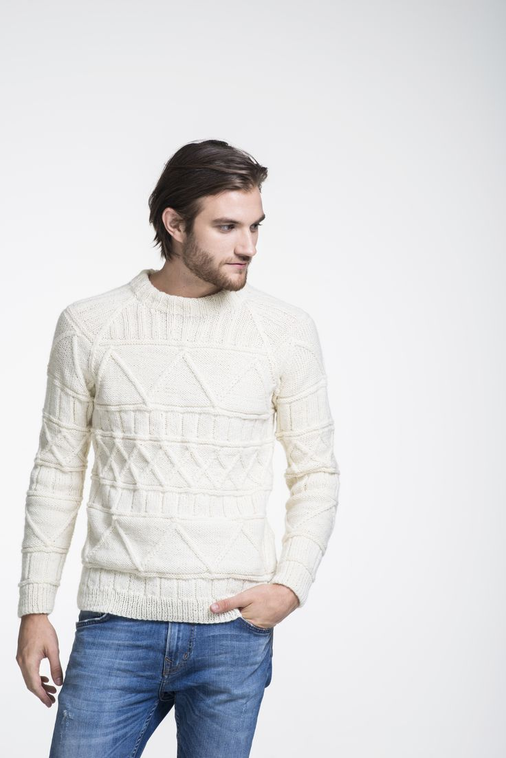 Mens pattern stitch pullover, free pattern in English, Finnish and Swedish at novitaknits.com