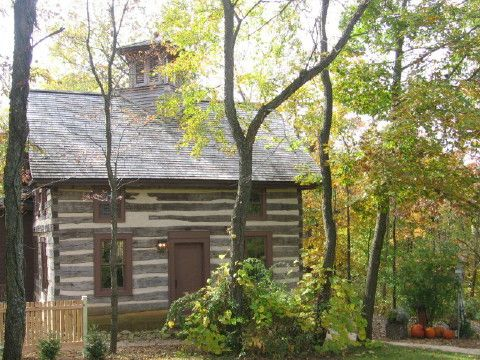 Walnut Ridge Wisconsin Log Cabin Vacation Rental Home near Galena Illinois bed and breakfasts, Madison WI hotels and Shullsburg Wisconsin.