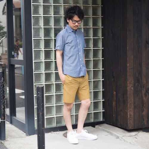 コットンナイロン素材ならではのサラリとした肌触りに若干の光沢、マットな色味のグログラン地のサーフショーツ。 [AUD3284] http://www.aud-inc.com/product/1728 見た目の上品さとスポーティーさを持ち合わせ、夏のアクティブな印象で着用頂けます! トップスにはシャツやカットソー、どちらもコーディネート可能な万能アイテム。 ボトムスの上品さを活かしたシャツスタイル、アクティブな印象を活かしたカットソーでの着合わせと 合わせるアイテムでの全体のイメージにも変化を付けられます。  *Coordinate Item* Shirt [AUD1658] メンズ http://www.aud-inc.com/product/2095 レディース http://www.aud-inc.com/product/2096