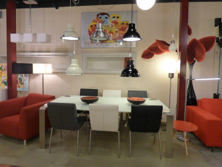 Foto's Showroom winkel . Shop nu via deze Link bij Webwinkel  ( www.rietveldlicht.nl ) . Huisdecoratie . Interieur verlichting voor woonkamer , eettafel , keuken , slaapkamer , winkel of bedrijf . Industriele hanglampen! Ook Moderne , klassieke en design lampen . Ook buitenlampen .