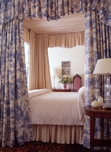 Relais & Chateaux - Blantyre is a beautiful country house built amidst 46 hectares of lawn and woodlands, ideally located halfway between Boston and New York City. Blantyre, USA #relaischateaux #room