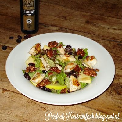 Perfect Housewife - to be: Denny's grilled chicken salad with apple, cranberries and pecannuts / Salade met gegrilde kip, appel, cranberries en pecannoten