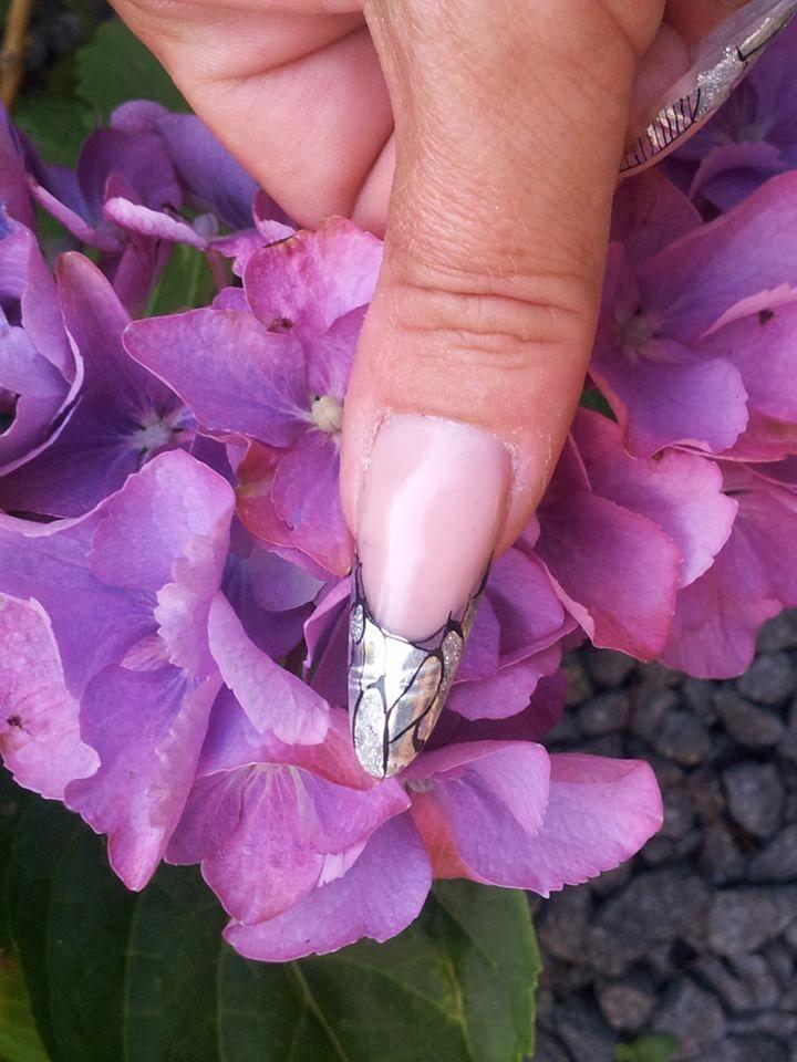 Gele negle med negle produkter fra nail4you.dk Negle foile til negle designs. neglelim, neglefile, gele, akryl pulver, gele pensler